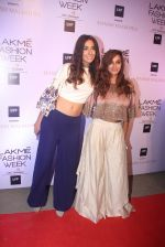 Shibani Dandekar at Manish malhotra lakme red carpet on 29th March 2016 (171)_56fbc102587c6.JPG