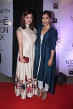 Sophie Chaudhary at Manish malhotra lakme red carpet on 29th March 2016 (126)_56fbc15945476.JPG