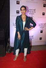 Sophie Chaudhary at Manish malhotra lakme red carpet on 29th March 2016 (127)_56fbc15a05bdd.JPG
