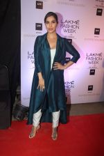 Sophie Chaudhary at Manish malhotra lakme red carpet on 29th March 2016 (128)_56fbc15b4515f.JPG