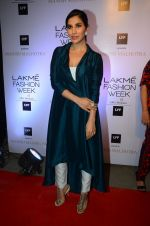 Sophie Chaudhary at Manish malhotra lakme red carpet on 29th March 2016 (14)_56fbc1557fef1.JPG