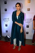 Sophie Chaudhary at Manish malhotra lakme red carpet on 29th March 2016 (15)_56fbc1563f407.JPG