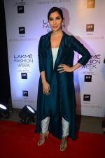 Sophie Chaudhary at Manish malhotra lakme red carpet on 29th March 2016 (16)_56fbc157c8ce1.JPG