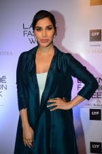 Sophie Chaudhary at Manish malhotra lakme red carpet on 29th March 2016 (17)_56fbc17797ca0.JPG