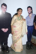 Asha Bhosle at Maharastrian award by Lokmat on 1st April 2016 (34)_56ffacb4d7c01.JPG