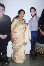 Asha Bhosle at Maharastrian award by Lokmat on 1st April 2016 (35)_56ffacb7f1623.JPG