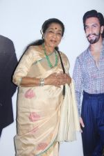 Asha Bhosle at Maharastrian award by Lokmat on 1st April 2016