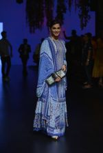 Isha Koppikar at Anita Dongre Show at LIFW 2016 Day 3 on 1st April 2016 (277)_56ffb5100c2ec.JPG