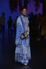 Isha Koppikar at Anita Dongre Show at LIFW 2016 Day 3 on 1st April 2016 (279)_56ffb51419b89.JPG