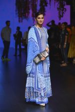 Isha Koppikar at Anita Dongre Show at LIFW 2016 Day 3 on 1st April 2016 (280)_56ffb51614460.JPG