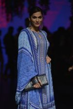 Isha Koppikar at Anita Dongre Show at LIFW 2016 Day 3 on 1st April 2016 (287)_56ffb52589088.JPG