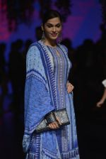Isha Koppikar at Anita Dongre Show at LIFW 2016 Day 3 on 1st April 2016 (288)_56ffb52928e15.JPG