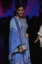 Isha Koppikar at Anita Dongre Show at LIFW 2016 Day 3 on 1st April 2016 (289)_56ffb52c37d59.JPG