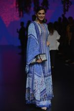 Isha Koppikar at Anita Dongre Show at LIFW 2016 Day 3 on 1st April 2016 (290)_56ffb52e6b7cb.JPG