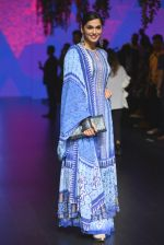 Isha Koppikar at Anita Dongre Show at LIFW 2016 Day 3 on 1st April 2016 (291)_56ffb53488de3.JPG