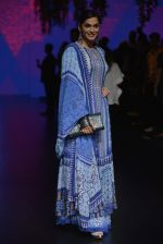 Isha Koppikar at Anita Dongre Show at LIFW 2016 Day 3 on 1st April 2016 (292)_56ffb5379558c.JPG