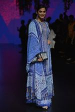 Isha Koppikar at Anita Dongre Show at LIFW 2016 Day 3 on 1st April 2016 (293)_56ffb53add47c.JPG
