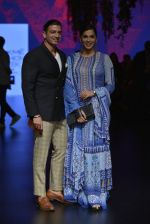 Isha Koppikar at Anita Dongre Show at LIFW 2016 Day 3 on 1st April 2016 (295)_56ffb544e54fc.JPG