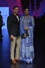 Isha Koppikar at Anita Dongre Show at LIFW 2016 Day 3 on 1st April 2016 (296)_56ffb54a01fbb.JPG