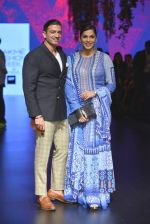 Isha Koppikar at Anita Dongre Show at LIFW 2016 Day 3 on 1st April 2016 (297)_56ffb54db8d73.JPG