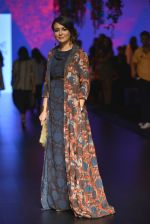 Mini Mathur at Anita Dongre Show at LIFW 2016 Day 3 on 1st April 2016 (30)_56ffb535d30b1.JPG