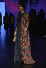 Mini Mathur at Anita Dongre Show at LIFW 2016 Day 3 on 1st April 2016 (32)_56ffb53f0c3cf.JPG