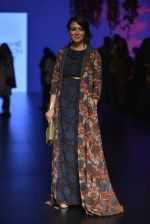 Mini Mathur at Anita Dongre Show at LIFW 2016 Day 3 on 1st April 2016 (33)_56ffb542e661d.JPG