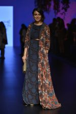 Mini Mathur at Anita Dongre Show at LIFW 2016 Day 3 on 1st April 2016 (34)_56ffb549bd636.JPG