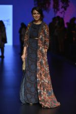 Mini Mathur at Anita Dongre Show at LIFW 2016 Day 3 on 1st April 2016 (35)_56ffb54ee010c.JPG