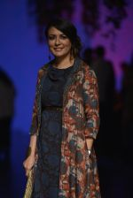 Mini Mathur at Anita Dongre Show at LIFW 2016 Day 3 on 1st April 2016 (39)_56ffb55beafdf.JPG