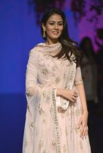 Mira Rajput at Anita Dongre Show at LIFW 2016 Day 3 on 1st April 2016 (242)_56ffb53be24a4.JPG