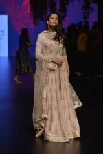 Mira Rajput at Anita Dongre Show at LIFW 2016 Day 3 on 1st April 2016 (244)_56ffb546148f2.JPG
