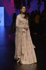 Mira Rajput at Anita Dongre Show at LIFW 2016 Day 3 on 1st April 2016 (245)_56ffb54bb592c.JPG
