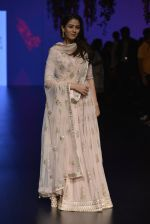 Mira Rajput at Anita Dongre Show at LIFW 2016 Day 3 on 1st April 2016 (248)_56ffb556c7391.JPG