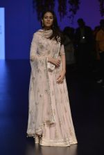 Mira Rajput at Anita Dongre Show at LIFW 2016 Day 3 on 1st April 2016 (249)_56ffb559c605e.JPG