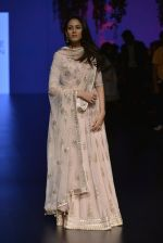 Mira Rajput at Anita Dongre Show at LIFW 2016 Day 3 on 1st April 2016 (251)_56ffb560734dc.JPG