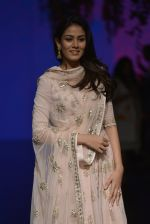 Mira Rajput at Anita Dongre Show at LIFW 2016 Day 3 on 1st April 2016 (254)_56ffb56499b32.JPG