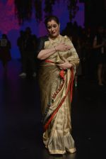 Poonam Sinha at Anita Dongre Show at LIFW 2016 Day 3 on 1st April 2016 (322)_56ffb4f36ddcf.JPG