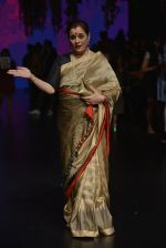 Poonam Sinha at Anita Dongre Show at LIFW 2016 Day 3 on 1st April 2016 (323)_56ffb4f6e248e.JPG