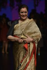 Poonam Sinha at Anita Dongre Show at LIFW 2016 Day 3 on 1st April 2016 (329)_56ffb5063a6c7.JPG