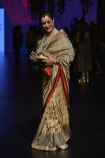 Poonam Sinha at Anita Dongre Show at LIFW 2016 Day 3 on 1st April 2016 (319)_56ffb4eabba01.JPG