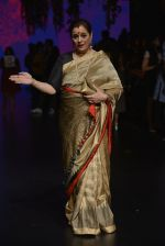 Poonam Sinha at Anita Dongre Show at LIFW 2016 Day 3 on 1st April 2016 (324)_56ffb4f90a8f4.JPG