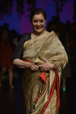 Poonam Sinha at Anita Dongre Show at LIFW 2016 Day 3 on 1st April 2016 (328)_56ffb5036c39a.JPG