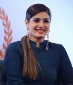 Raveena Tandon at Grehlakshmi celebrates 25 glorious years of success in le-meridan hotel, New delhi on 1st April 2016  (30)_56ff677a12fe0.JPG