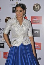 Sonakshi Sinha walks for Anita Dongre Show at LIFW 2016 Day 3 on 1st April 2016 (1028)_56ffb5f919856.JPG