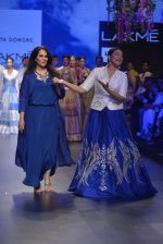 Sonakshi Sinha walks for Anita Dongre Show at LIFW 2016 Day 3 on 1st April 2016 (958)_56ffb5a360cdb.JPG