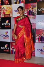 Sonali Kulkarni at Colors Marathi Awards on 1st April 2016 (118)_56ffbb6b566ee.JPG