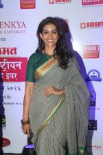 Sonali Kulkarni at Maharastrian award by Lokmat on 1st April 2016 (37)_56ffadadede04.JPG