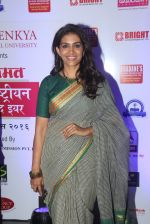 Sonali Kulkarni at Maharastrian award by Lokmat on 1st April 2016