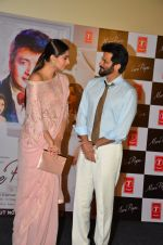 Sonam Kapoor, Anil Kapoor at Tulsi Kumar album launch on 1st April 2016 (58)_56ffaf0e071f5.JPG